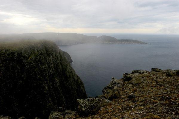 Bucht am Nordkap in 307 m Höhe - abrupt und schroff endet Europa