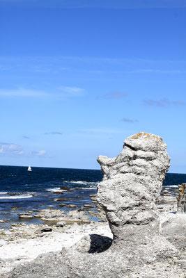 Zum Teil grotesk anmutend sind diese Monolithen durch die natürlichen Einwirkungen über die Jahrtausende geformt worden.