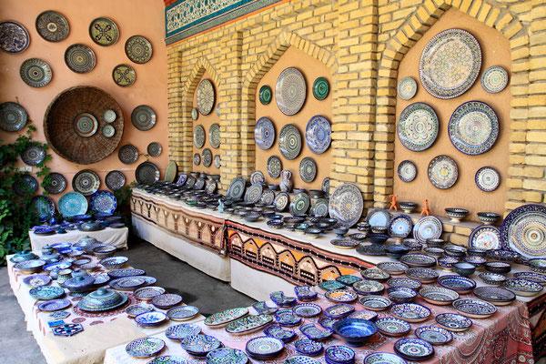 Im Ferganatal sind die Baudenkmäler weniger imposant, dafür die Handwerksarbeiten in der Region umso hochwertiger.  Hier in Rishtan gibt es die ältesten und bedeutensten Keramikfabriken Zentralasiens.
