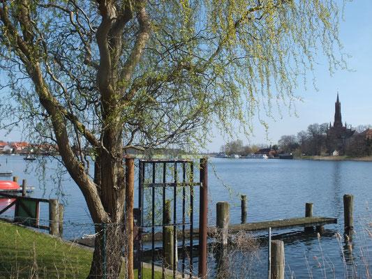 Blick vom Westufer auf das Ostufer