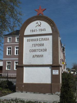 Denkmal an sowjetische gefallene Soldaten (Westufer)
