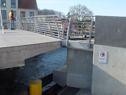 Drehbrücke zum Westufer