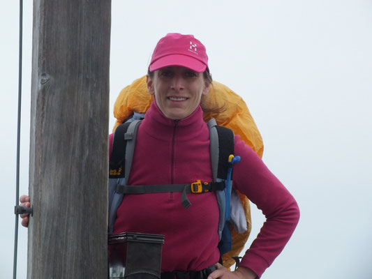 Gipfelansichten (Soiernspitze, Swaantje am Gipfelkreuz)