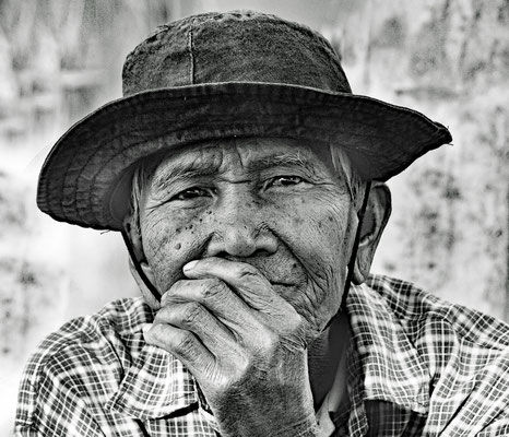 Suriwong Poonakaow aus NongKungSi (Thailand, Provinz Kalasin) Er ist am 13.10. 2018 im Alter von 80 Jahren verstorben.