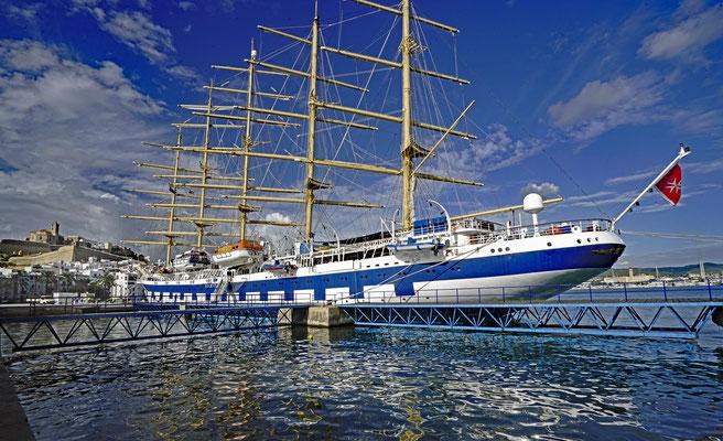 Im Hafen von Ibiza