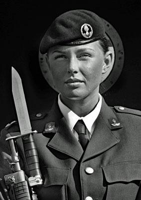 Soldatin am Königspalast in Stockholm (Schweden)