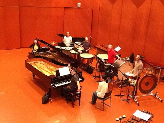 打楽器アンサンブルTambucoと中川賢一さんと、de Fallaのdanza del fuegoのリハーサル中。
