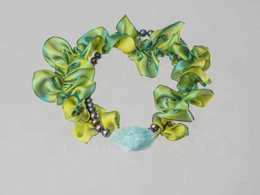 Artikelnummer 2008 - Aquamarinbrocken, Perlen, Organza