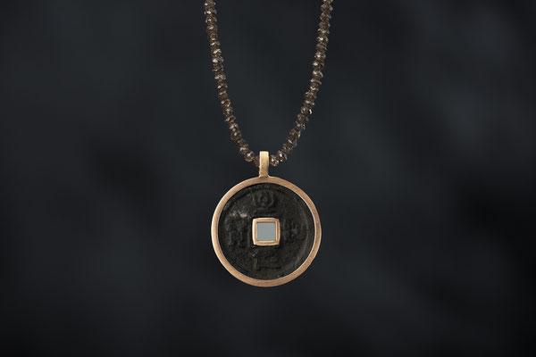 Produktnummer 8784 - 585/- Rotgold, alte chinesische Münze, Zirkone