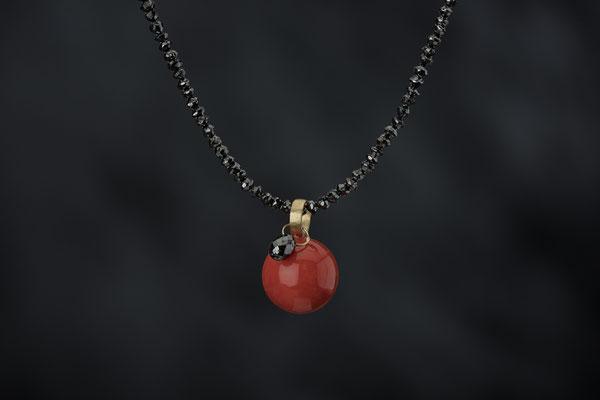 Produktnummer 8759 - Koralle, 750/- Gelbgold, schwarzer Diamanttropfen, Spinelle