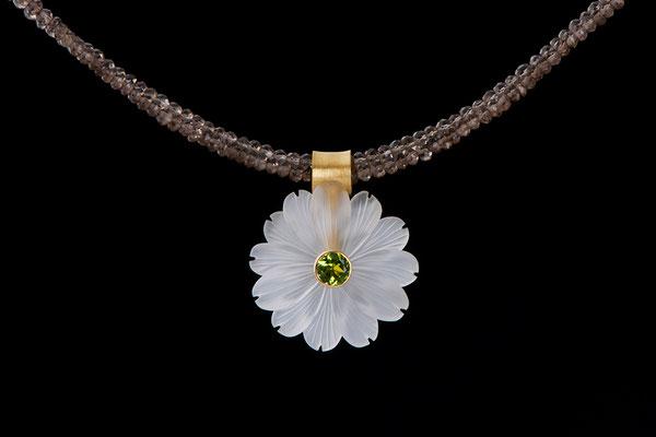 Produktnummer 0566 - 750/- Gelbgold, Bergkristallblüte, Peridot, Rauchquarze