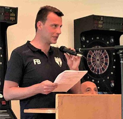 Fabian Bölke übernahm den Part des Versammlungsleiters
