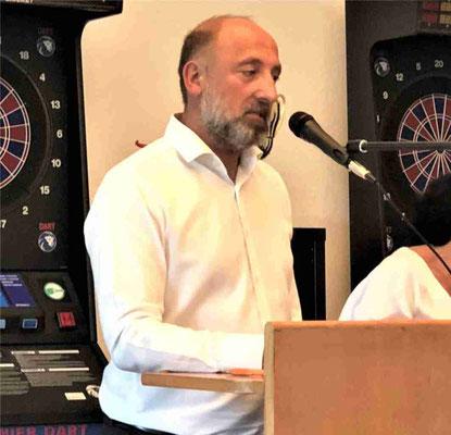 Präsident Emir Cerkez eröffnet die Versammlung