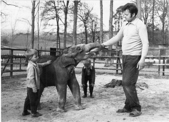 Gründer Herbert Willig mit Elefant