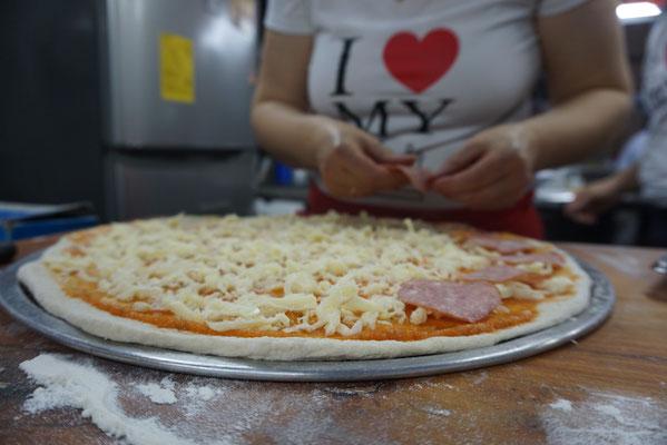 1. Pizza wird zubereitet