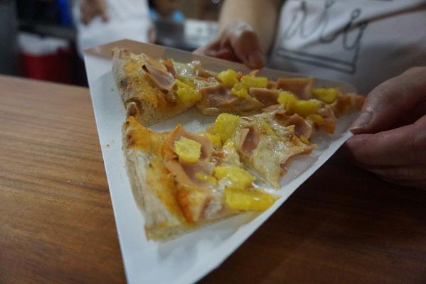 Stück Hawaiiana Pizza für 1 Dollar