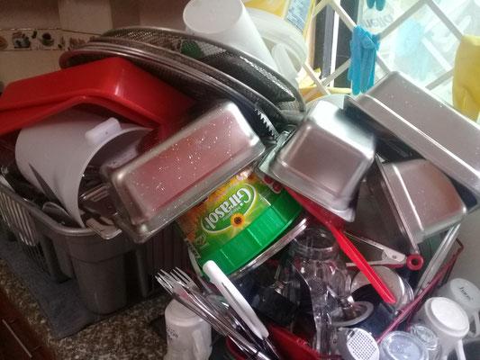 Es gibt immer jede Menge zum spülen von Geschirr (von Hand)