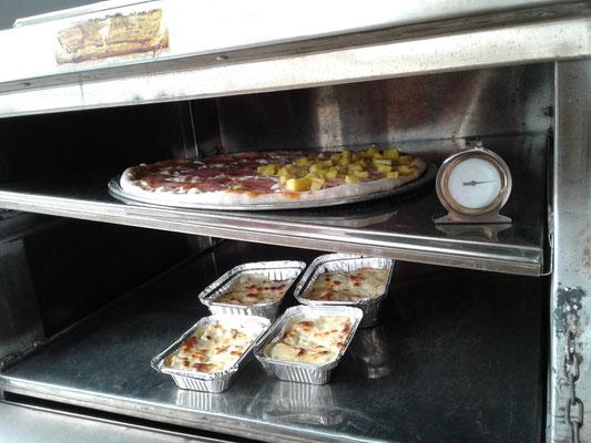 Pizza und Lasagne fast fertig...