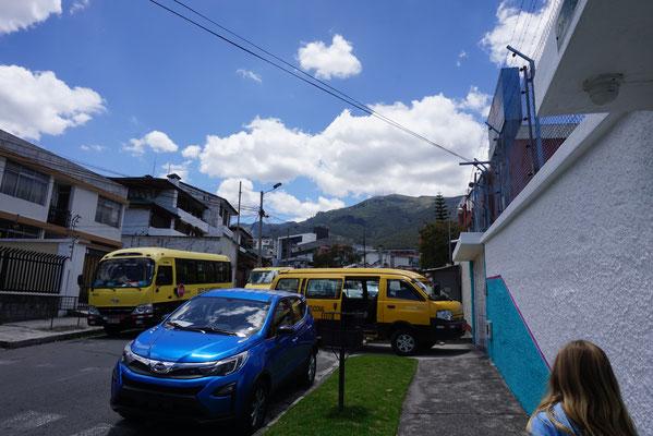 Schulbusse in unserer Strasse