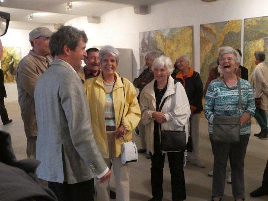Michael Franke erläutert seine Kunst