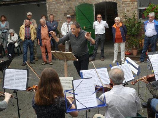 kleines Ensemble des Jugend-und Kammerorchesters unter Hans Werner Meurer