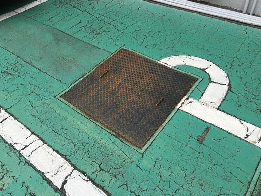 店舗駐車場 排水溝蓋