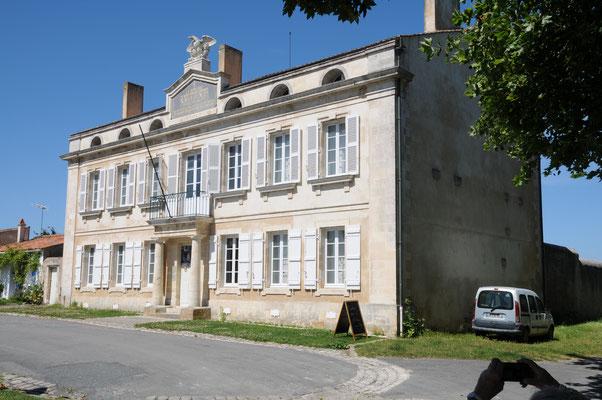 L'Île d'Aix : la maison où Napoléon passa sa dernière nuit avant son départ pour Sainte-Hélène