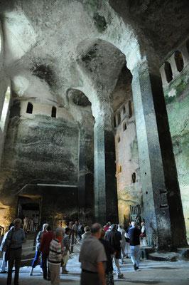 Aubeterre : la nef de l'église monolithe