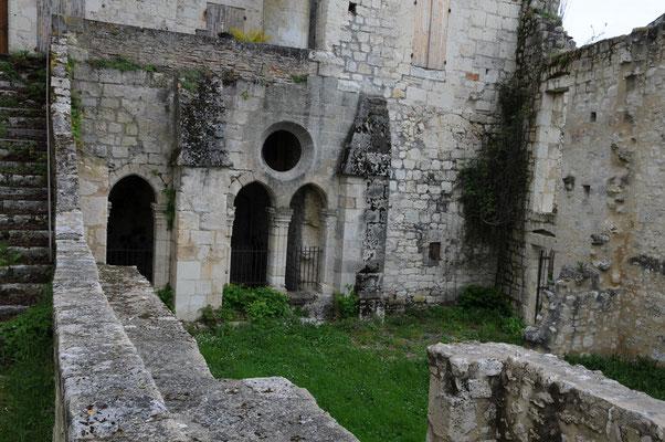 Abbaye de Saint-Maurin : détail de l'aile Nord du cloître au niveau de la salle capitulaire