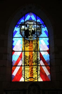 Brouage : un des vitraux offerts par la ville de Québec (portrait de Champlain)