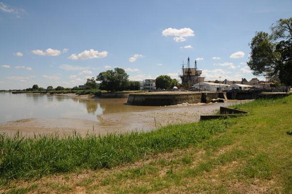 Rochefort : les bassins de radoub donnant sur la Charente