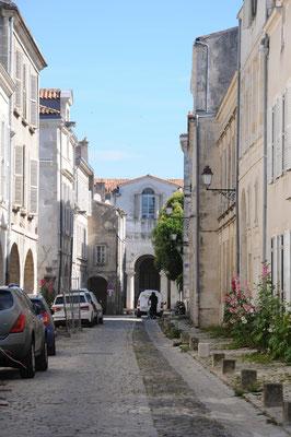 La Rochelle : rue Nicolas Venette et au fond, l'hôpital d'Aufredy (fondé au début du 13è siècle)