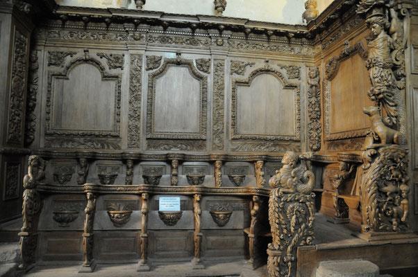 Moutier-d'Ahun : église abbatiale, les stalles en chêne du 17è siècle