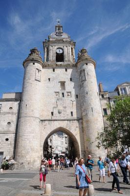 La Rochelle : tour de l'Horloge (vue depuis le quai Duperré)