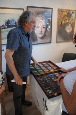 Saint-Aulaye : musée du pastel (Mr Bordas explique la technique du pastel)