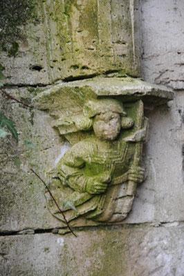 Abbaye de Saint-Maurin : vestige d'un chapiteau du cloître