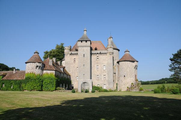 Château de Villemonteix : vue d'ensemble