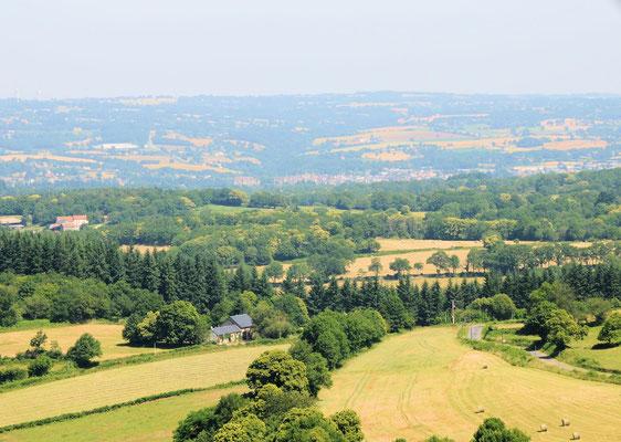 Toulx : depuis la tour d'observation, panorama vers le Nord, la vallée de la Petite Creuse et Boussac
