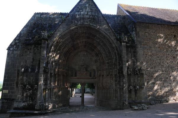Moutier-d'Ahun : entrée de l'abbaye