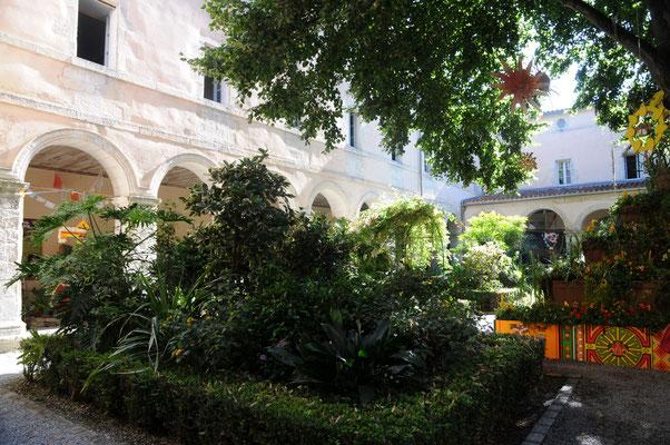 La Rochelle : le jardin du cloître des Dames Blanches