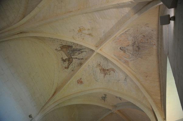 Abbaye de Trizay : fresques au plafond du réfectoire