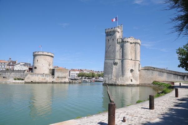 La Rochelle : entrée du port (tours de la chaîne et Saint-Nicolas)
