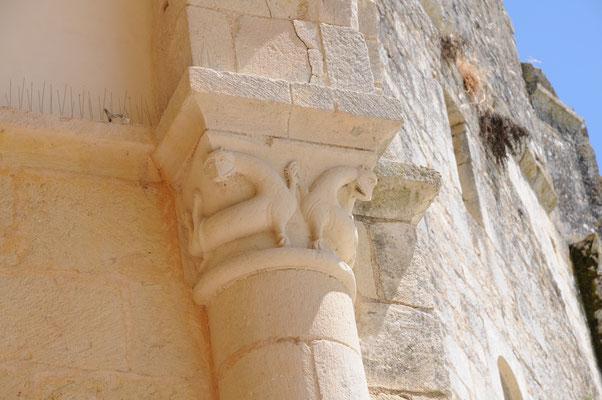 Abbaye de Trizay : les lions de Trizay
