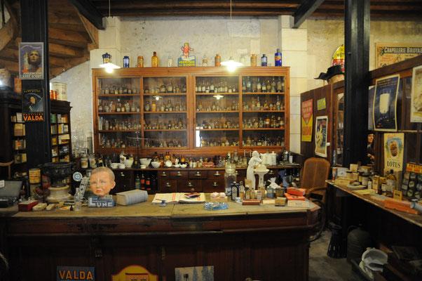 Rochefort : le musée des Commerces d'Autrefois (la pharmacie)