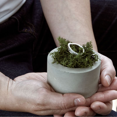 Bold Concrete Cylinder Moss Ring Wedding Holder
