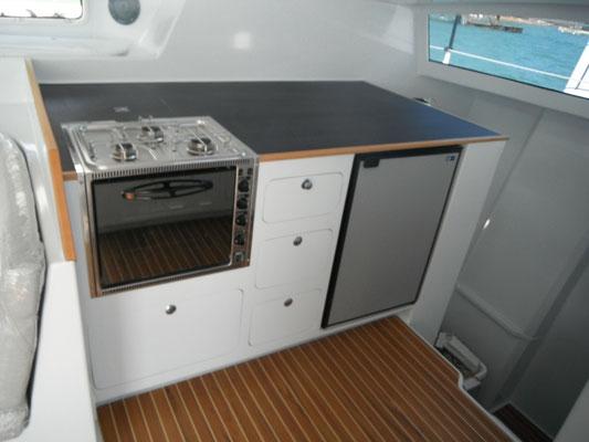 Barefoot 40 catamaran interior image 1