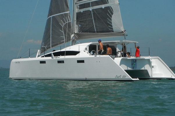 Barefoot 40 catamaran sailing image 1