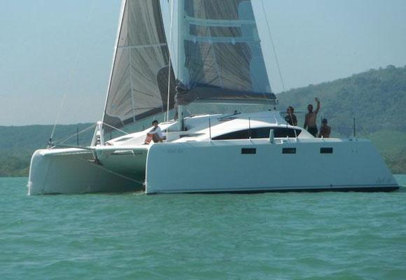 Barefoot 40 catamaran sailing image 2