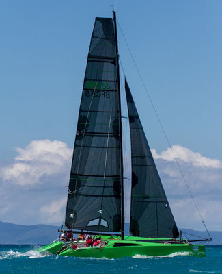 Catamaran Barefoot racing in the Whitsundays