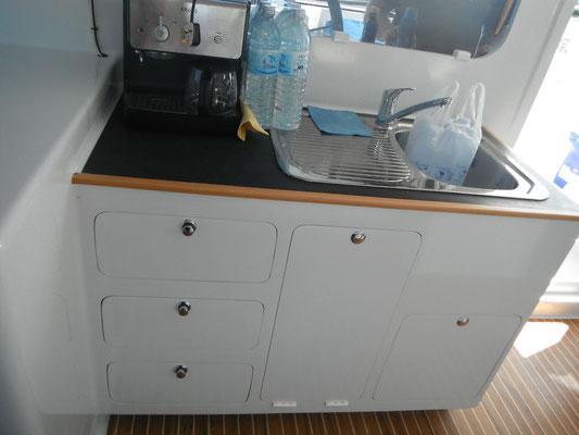 Barefoot 40 catamaran interior image 2
